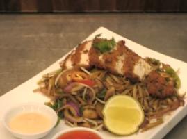השף שלומי שלו מציג מתכון נפלא לחזה עוף בציפוי טעים של פנקו,על מצא נודלס