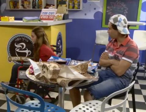 צוות ילדי גן החיות בביתן הזוחלים בפרק מומלץ