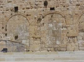 """יום ירושלים """"על כפיו יביא"""""""