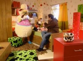 """""""כן-כן לא-לא"""" שרים עם הכבשה שושנה"""